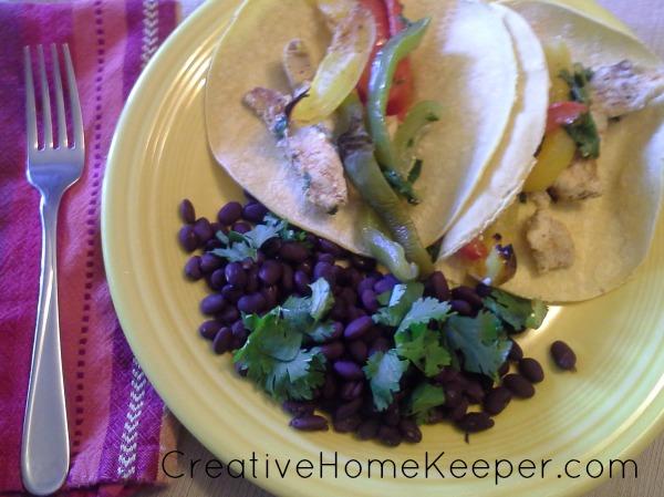 Easy Oven Chicken Fajitas | CreativeHomeKeeper.com