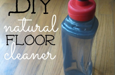 DIY Natural Floor Cleaner only uses two ingredients, is frugal, natural and effective at cleaning your hardwood floors | CreativeHomeKeeper.com