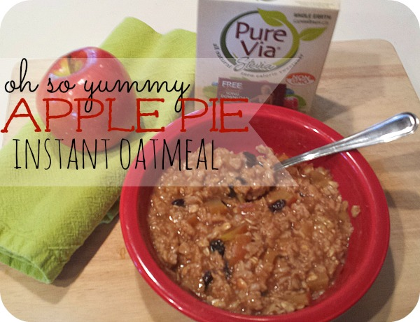 Apple pie instant oatmeal is a Delicious, warm and filling breakfast treat that you can whip up in minutes and will keep you full all morning long! Only a few simple ingredients, this comforting oatmeal included the flavors of apple pie in a much healthier dish! | CreativeHomeKeeper.com