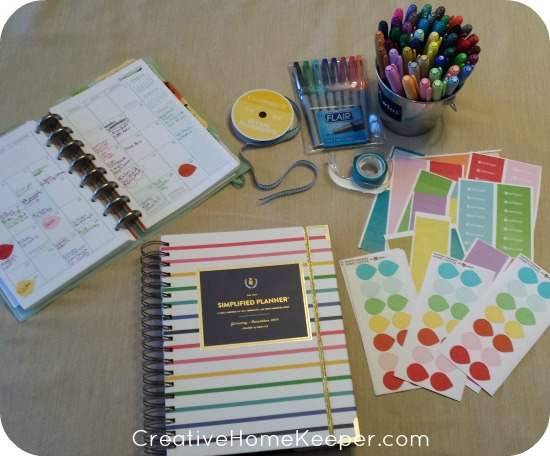 A New Year brings a new calendar and there are 4 things to include when setting up your new planner for the year. Taking some time to do some intentional planning will pay off all year long. | CreativeHomeKeeper.com
