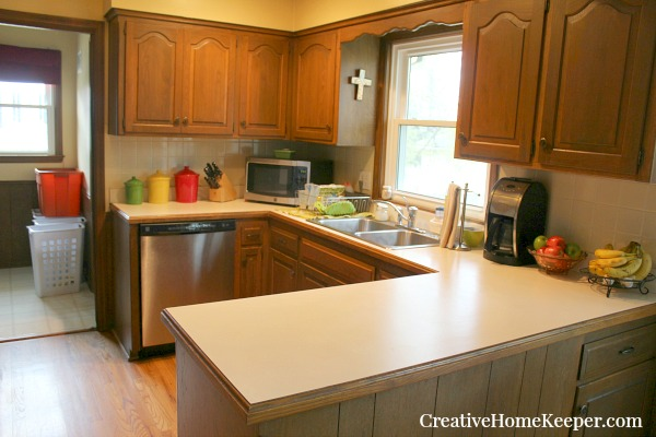 Countertops can be magnets for collecting clutter but with these simple kitchen counter organization tips you can keep them clean and clutter free!